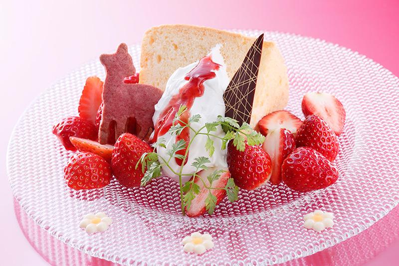 シフォンケーキ 2種のいちご添え