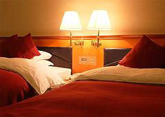 全室デュベタイプ シモンズ社製ベッドを導入